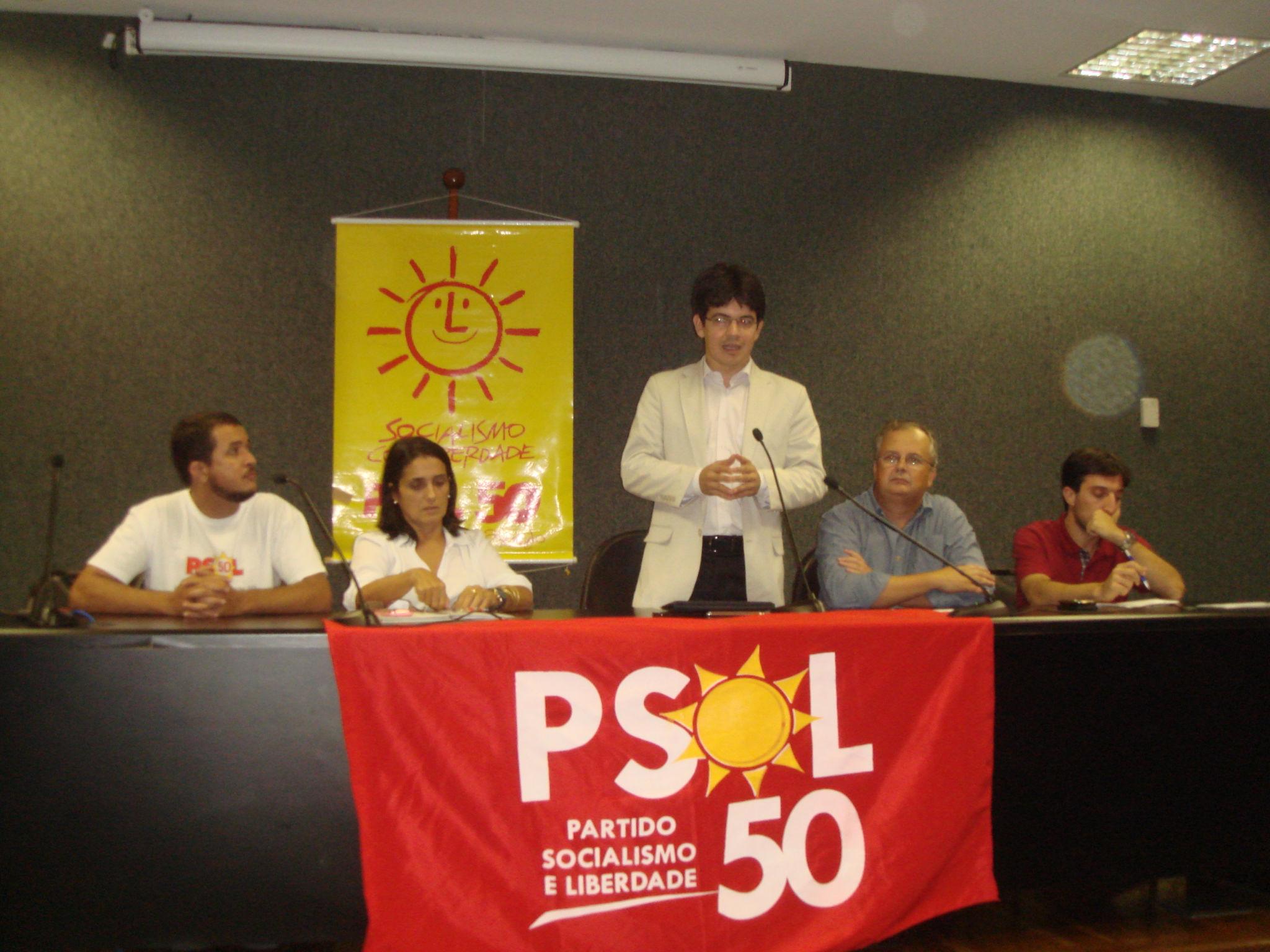 Senador Randolfe Rodrigues reafirma os ideais do PSOL para a juventude  #AF8A1C 2048 1536